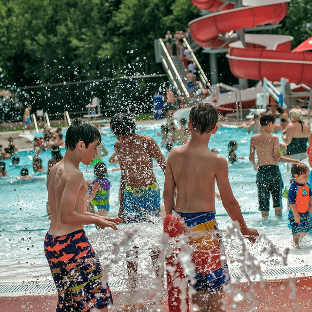 Kids at the Fairfiled Outdoor Pool
